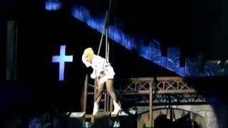 Lady Gaga HIT IN THE HEAD DURING Judas - BTW Ball (Auckland, New Zealand) 10/06/2012 GagaFail