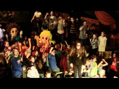 Kids DeeJay Ricardo - Famous (official video)