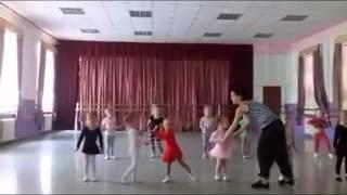 Репетиция в балетной школе(Группа малышей, 4-5 лет. Хореографическая школа, Одесса. Музыка Vive Le Swing (Rivaz Radio Edit) - In-Grid., 2015-10-05T20:49:32.000Z)
