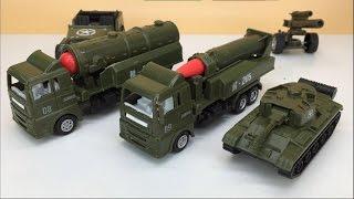 小猪佩奇解说军用汽车玩具 卡车越野车坦克
