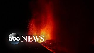 Volcano eruption forces thousands to flee on popular Spanish island l GMA