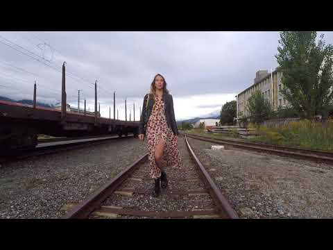 Lookbook Video: Flower Print Maxi Kleid, Dr. Martens Boots und Marc Jacobs Camera Bag - LIEBREIZEND