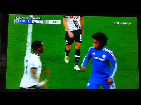 Willian fight with rose, Chelsea vs. Tottenham, MAY 2016