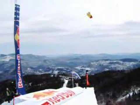 Simon Dumont airs 35 feet - Huge Air - World Record