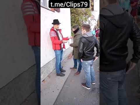Bodo Schiffmann von Zivilbeamten festgesetzt - Handschellen - Rosenheim 17.11.2020