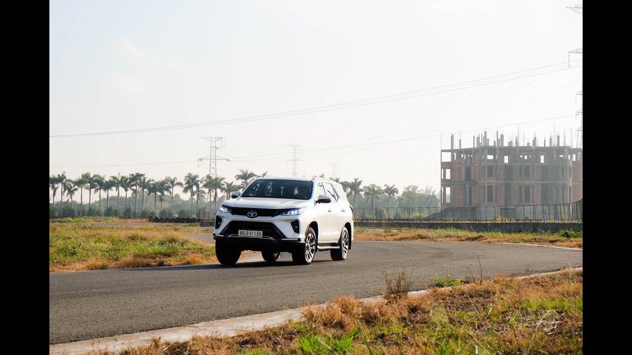 Trailer Toyota Fortuner Legender 2021 ôm cua gắt, vượt dốc cao liệu có...?!? | danhgiaXe.com