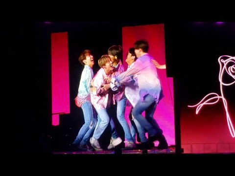 190519 BTS plays football @ 방탄소년단 Speak Yourself Tour Metlife Stadium New Jersey Concert Fancam