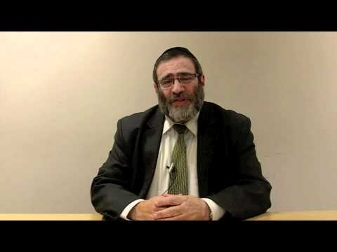 What is the difference between a Rabbi and a Dayan?