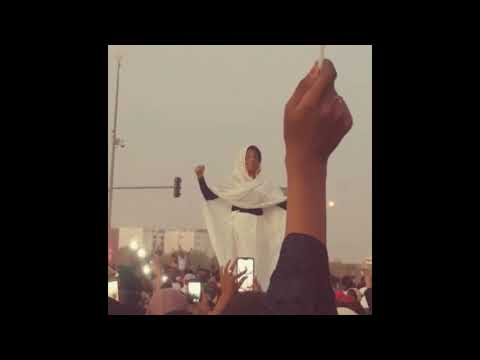 Sudanese Woman Goes Viral After Leading Chant at Khartoum Protest