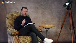 """Unser Moderator Torsten Schröder liest uns aus seinem Buch """"Aus der zweiten Reihe tanzen"""" vor."""