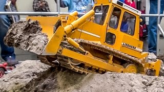 RC dozer Liebherr 711 at work! Amazing R/C machine in HUGE 1:8 scale!