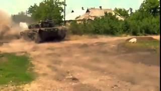 Война видео Украина Донбас  АТО Марьинка Танк Ополчения огнем сдерживает атаку ВСУ   YouTube