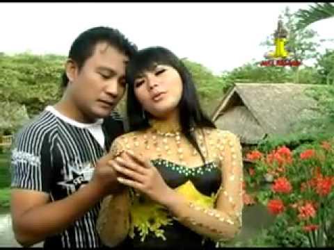 Romi Dan Yuli :Rona Safana & Yesi Kurnia (panderuk)