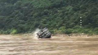 The terrifying moment when a cargo ship sank in the Yangtze River