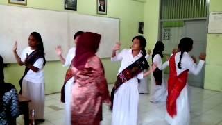Tari Alusi Au VIII-6 SMPN 104 Jakarta