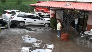 Auto si schianta contro il muro di un bar