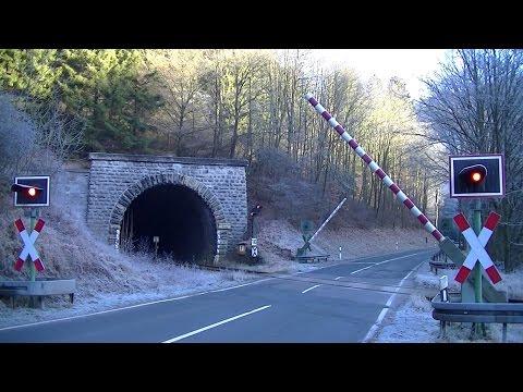 Spoorwegovergang Messinghausen (D) // Railroad crossing // Bahnübergang