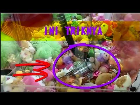 Trik Ngambil Boneka Di Permainan Mesin Capit Cempaka Dapat 2 Boneka a54bc26b5d
