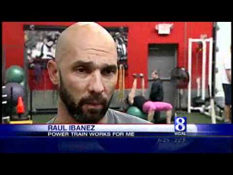 Phillies OF Ibanez Learns Some Tricks From Trainer Saunders