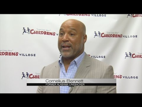 Cornelius Bennett holds golf tournament