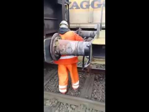 Сцепщик вагонов на ж\д (хомут) 80 уровня)))