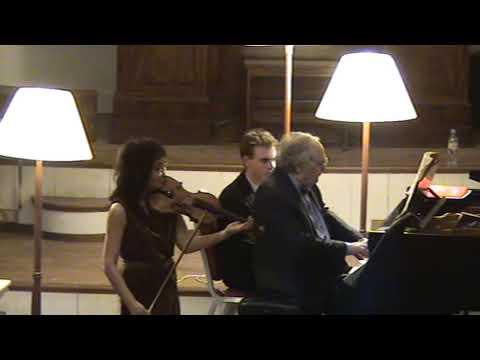 Mayumi Fujikawa & Yonty Solomon play Mozart