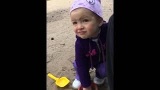 Сергеева в песочнице 1 год 2 месяца
