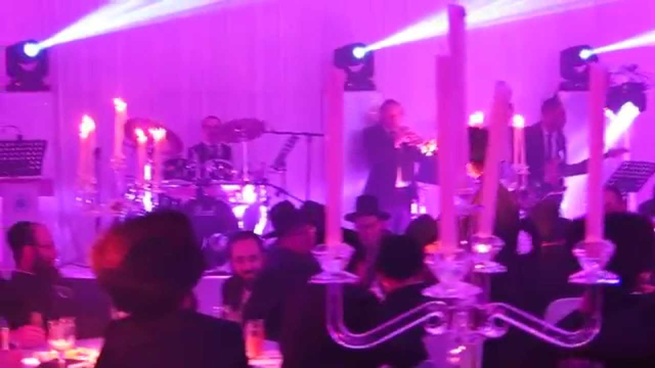 Avraham Fried Sings At Hatzolah Event In London - Hafachta