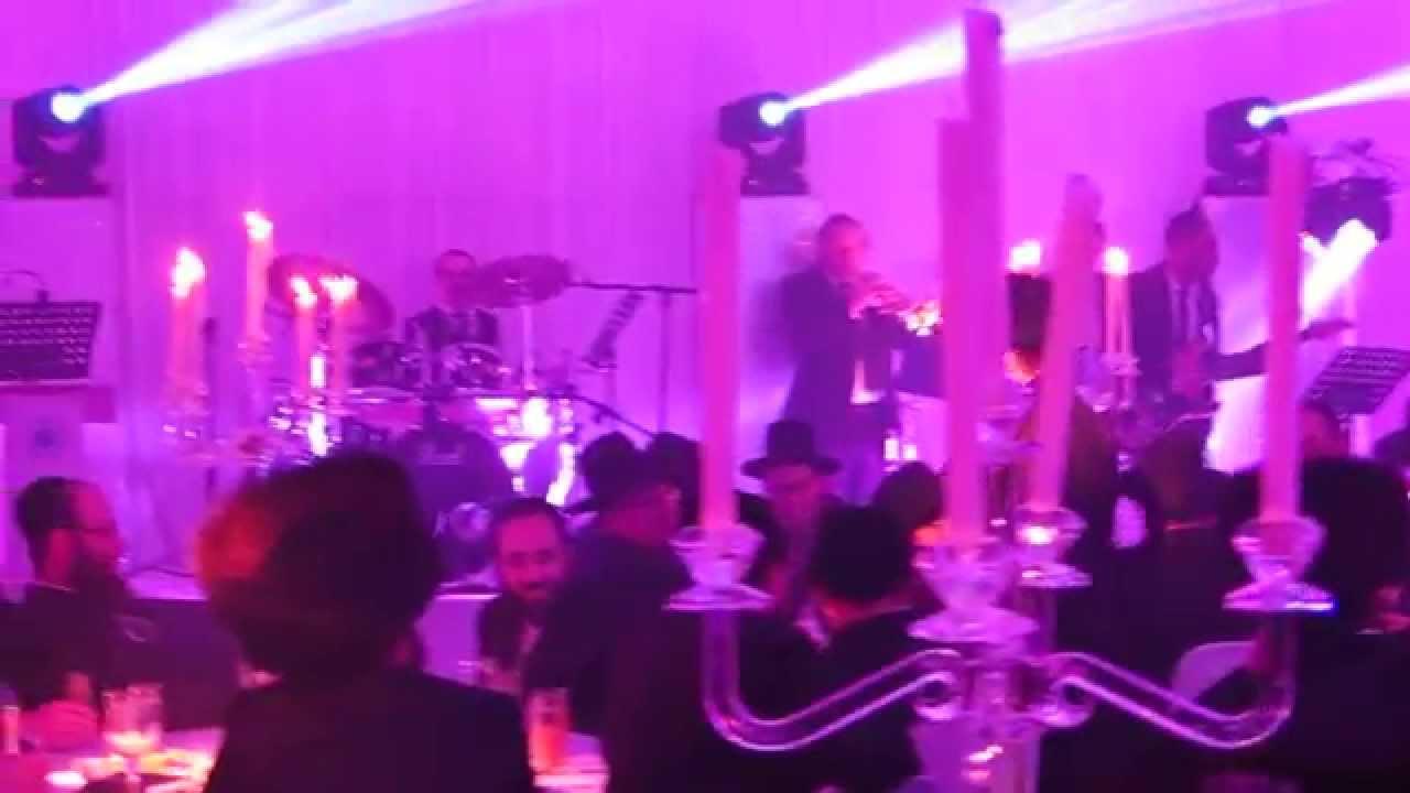 Avraham Fried Sings At Hatzolah Event In London - Hafachta