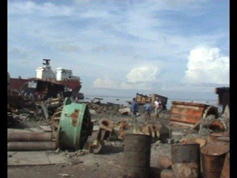démolition de bateaux-cargos-Chittagong (Bangladesh)