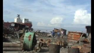 Repeat youtube video démolition de bateaux-cargos-Chittagong (Bangladesh)