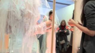Первая примерка свадебного платья.