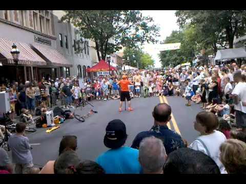 Musikfest street performer