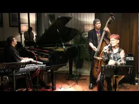 Idang Rasjidi Trio ft. Margie Segers - Kesepian @ Mostly Jazz 25/01/12 [HD]
