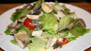 Салат с перепелиным яйцом и рыбой.