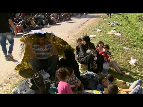 Migrants face blockade as Croatia closes border
