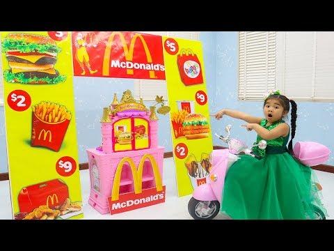 Suri Pretend Play w/ McDonalds Drive Thru Fast Food Kids Toys