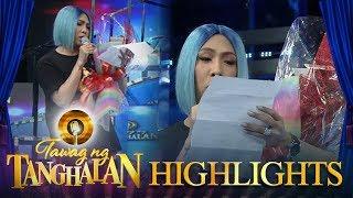Tawag ng Tanghalan: Vice Ganda receives a bouquet!