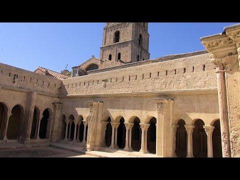 Arles: Cloître Saint-Trophime (Cloister of St. Trophime), France Provence [HD] (videoturysta.eu)
