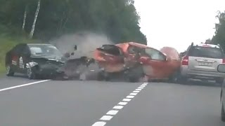 Download Video Deadly and tragic accident in Russia 2016 Shocking Car crash compilation MP3 3GP MP4
