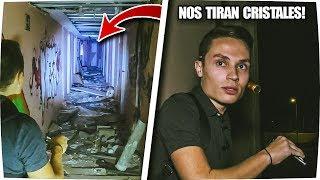 NOS TIRAN CRISTALES en HOTEL ABANDONADO - Exploracion Urbana Lugares Abandonados en España sale mal