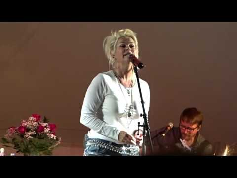 "Lorrie Morgan, August 6, 2016, ""Something in Red"""