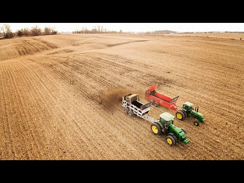 Super Spreading! | John Deere 8235R & 4640