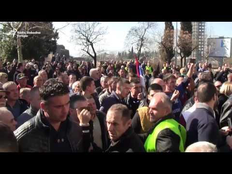 Podgorica: Protest pristalica DF-a ispred Skupštine