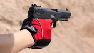 実銃「FNファイブセブン」5.7×28mm弾使用のオートピストルを体験。ボル...