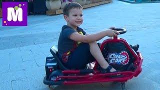 VLOG Прогулка по Аркадии катаемся на машинках Walking drive cars for kids