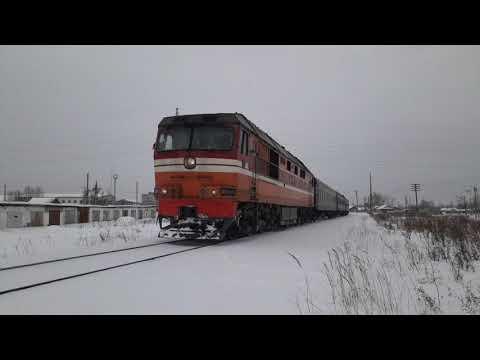 ТЭП70-0495 с пригородным поездом Устье Аха-Тавда и приветливой бригадой