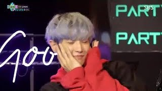 Download Video Chanyeol cutely dancing to 'Gashina' and Suho 'Shy Shy Shy & Red Flavour' (EXO at JYP Party People) MP3 3GP MP4