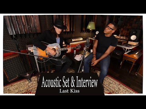 Desi Valentine  acoustic set - Red Gate Recorders -