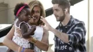 Thomas Rhett, wife Lauren enjoy babymoon with daughter